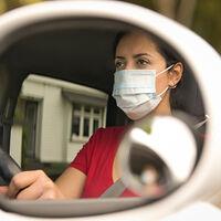 La DGT alerta de que la COVID-19 deja secuelas incompatibles con la conducción: estos son sus consejos a la hora de coger el coche