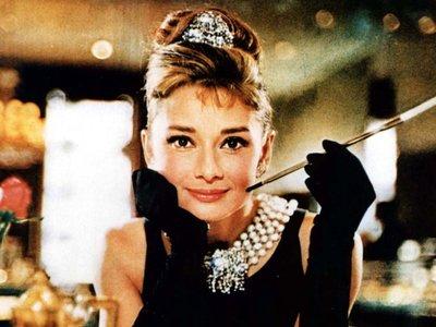 ¿Es Audrey Hepburn tu icono de estilo? Ahora puedes hacerte con sus prendas originales (si tienes el dinero para ello, claro)
