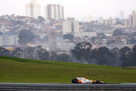 Fernando Alonso vuelve a ser el más rápido en Brasil