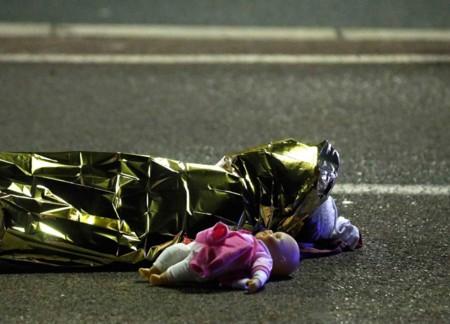 Una terrible foto del atentado en Niza