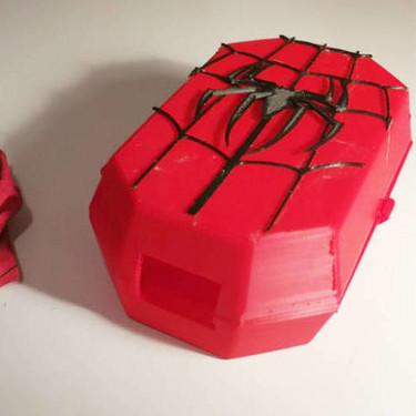 Superpoderes para niños con cáncer: cajas para cubrir las bolsas de la quimio gracias a los héroes de la red