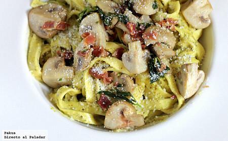 Tagliatelle con champiñones y pesto de albahaca, receta deliciosa de pasta