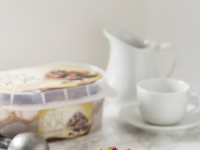 Receta de bizcocho genovés con helado de brownie