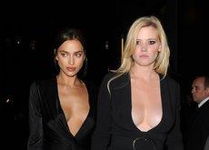 Las jóvenes no sienten el frío y esta fiesta de modelos en Londres lo confirma