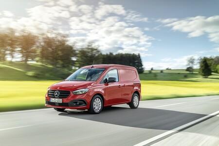 La Mercedes-Benz Citan llega en formato furgón o de pasajeros y cargada de tecnología para plantar cara a la Volkswagen Caddy