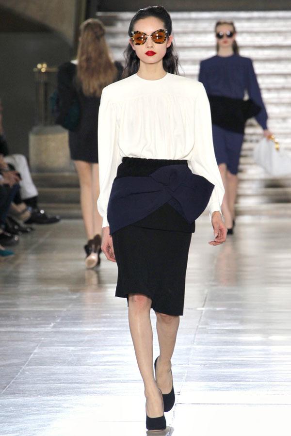 Foto de Miu Miu Otoño-Invierno 2011/2012 en la Semana de la Moda de París: Miuccia Prada al rescate (19/20)