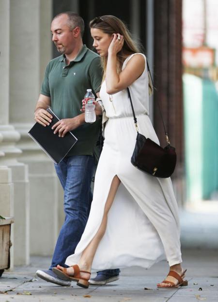 blanco amber heard falda verano