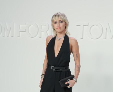 Miley Cyrus estrena dos tatuajes nuevos y uno de ellos se lo ha hecho a juego con su novio