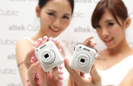 Altek se suma a la idea de cámara-accesorio de Sony