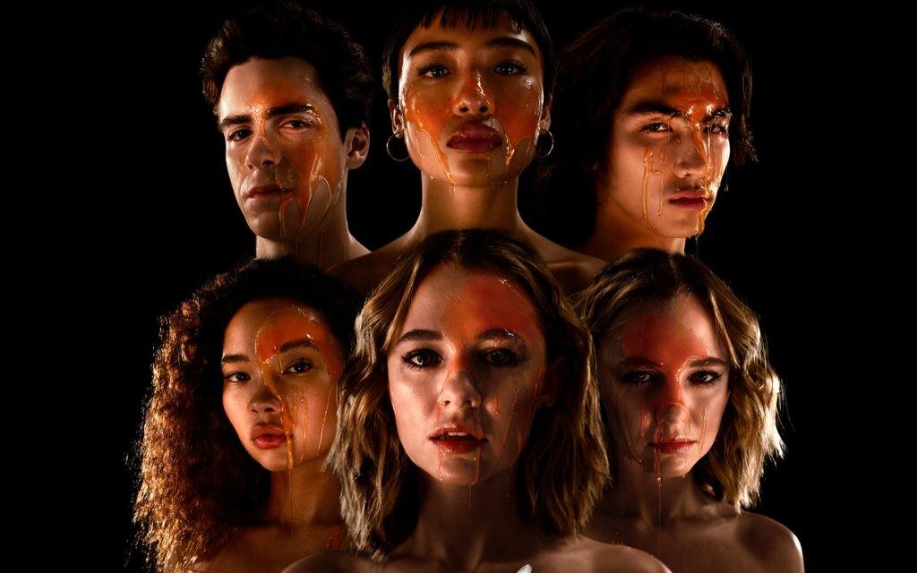 'Sé lo que hicisteis el último verano': la serie de Amazon arrincona el terror en beneficio del drama adolescente