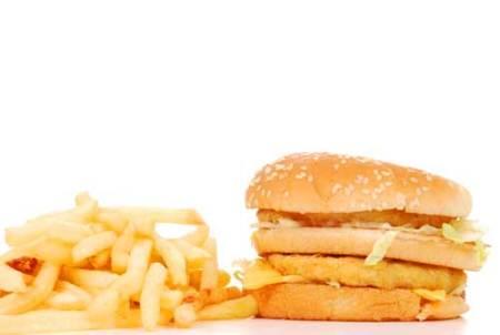 Motivos por los que nos sentimos atraídos por los alimentos que más engordan