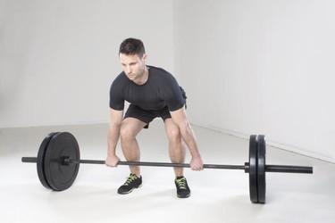 Trabaja tu cuerpo al completo utilizando las variantes del peso muerto