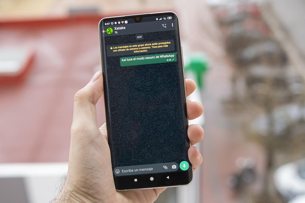 El modo oscuro llega a la beta de WhatsApp en Android: así puedes conseguirlo y activarlo