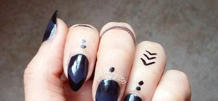 Tatuajes bajo las cutículas: así de estilosas son las manos que se han rendido a la última tendencia en tatuajes