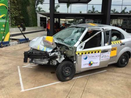 El Chevrolet Aveo probado por Latin NCAP recibe a los participantes de una conferencia mundial sobre…seguridad automotriz