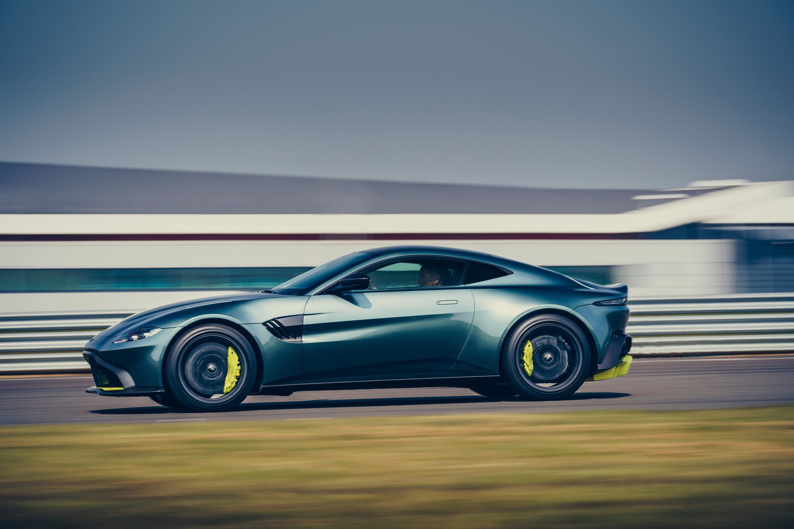Foto de Aston Martin Vantage AMR (4/14)