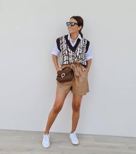 Chaleco de punto y pantalones cortos de polipiel, recreamos el look de Paula Echevarría con prendas low-cost para apurar el entretiempo