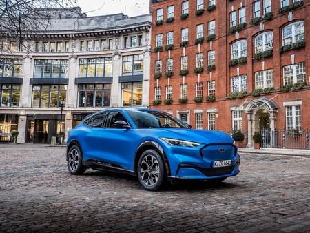El Ford Mustang Mach-E ya tiene precio en España: el SUV eléctrico llega con cuatro versiones que parten de los 48.000 euros