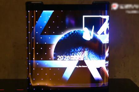 Los móviles con pantalla enrollable como un pergamino de TCL se filtran en vídeo