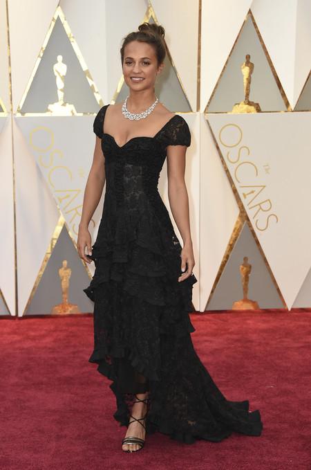 Oscar 2017: Alicia Vikander apuesta por un recogido (demasiado) effortless