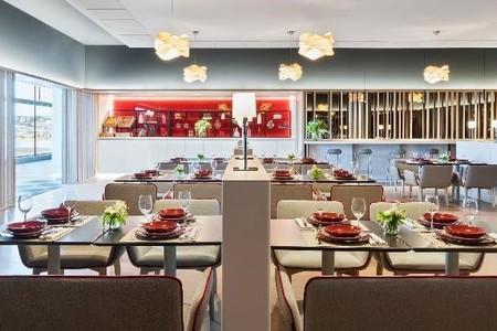 Velazquez Premium Lounge 3
