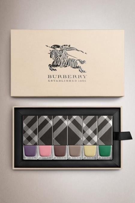 Enamorada de los nuevos esmaltes de uñas de Burberry