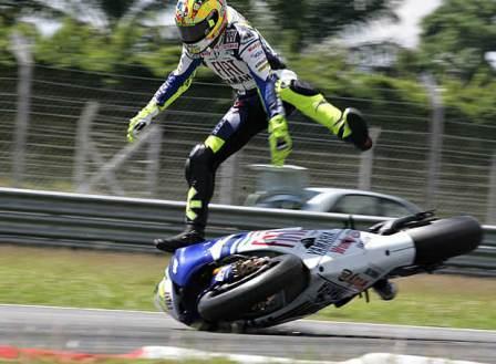 Primer susto del año para Rossi, primera lesión para Pedrosa