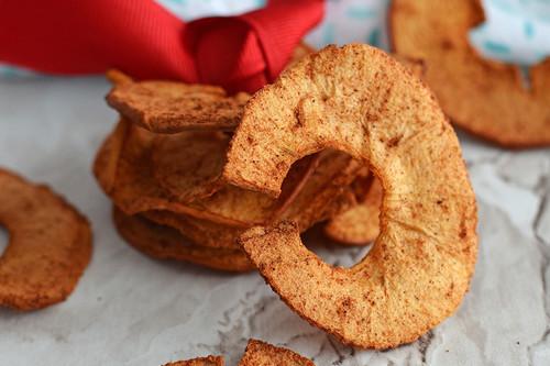 Manzanas crujientes con canela al horno. Receta fácil de postre