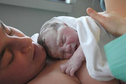 Los hospitales de Cantabria también se suman a un parto más natural