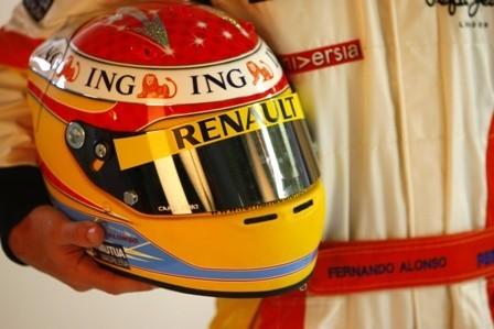 Fernando Alonso estrena nuevo diseño de casco