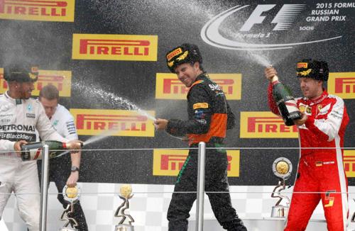 Checo Pérez termina en tercer lugar y se sube al podio en el Gran Premio de Rusia