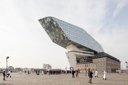 Port House de Amberes, arquitectura de rompe esquemas firmada Zaha Hadid Architects