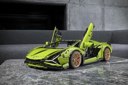 El Lamborghini Sián de LEGO es casi una obra de ingeniería a escala con 3.696 piezas y un precio de 379,99 euros