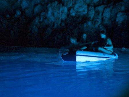 11-gruta-azul-ilha-de-bisevo-bisevo-cave-croatia-ef9698.jpg