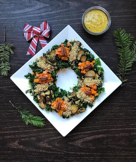 ensaladas y aperitivos en originales coronas de Navidad