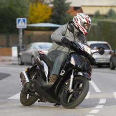 Foto 24 de 53 de la galería mx-motor-c5-125-primer-scooter-de-rueda-alta-de-la-marca-espanola en Motorpasion Moto
