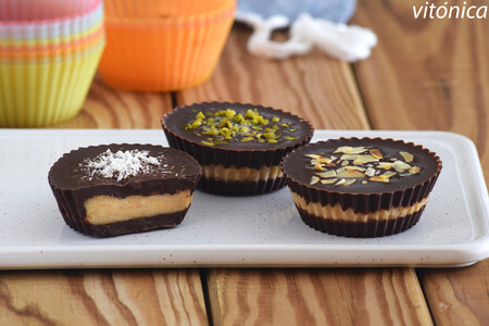 Chocolatinas heladas rellenas de crema de cacahuete: receta de postre saludable y nutritivo