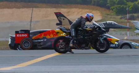 Vídeo: un Tesla, dos deportivos, una moto, un Fórmula 1 y dos aviones se enfrentan en una curiosa drag race