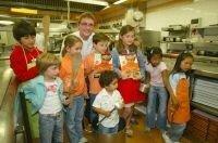 Andoni Luis Adúriz crea un recetario para niños