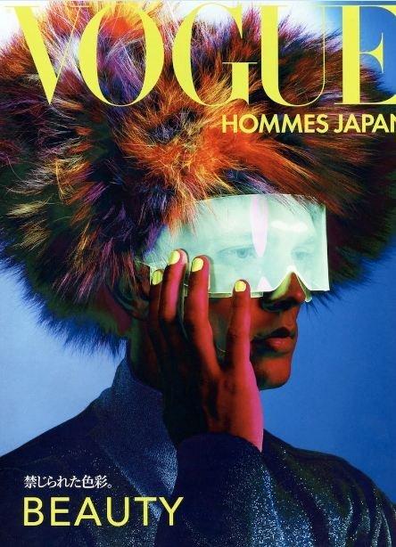 Futurismo multicolor en la portada de Vogue Hommes Japón