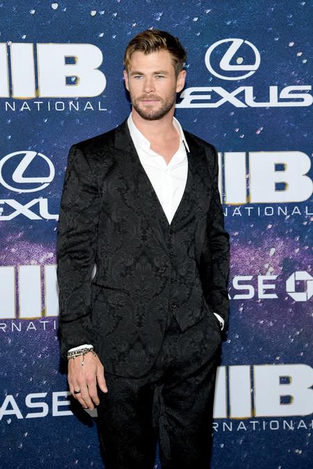 Enfundado En Negro Chris Hemsworth Falla Con Su Look En La Premiere De Men In Black En Nueva York 2