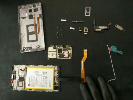 Así es el Huawei Mate 8 por dentro, y así de fácil es repararlo