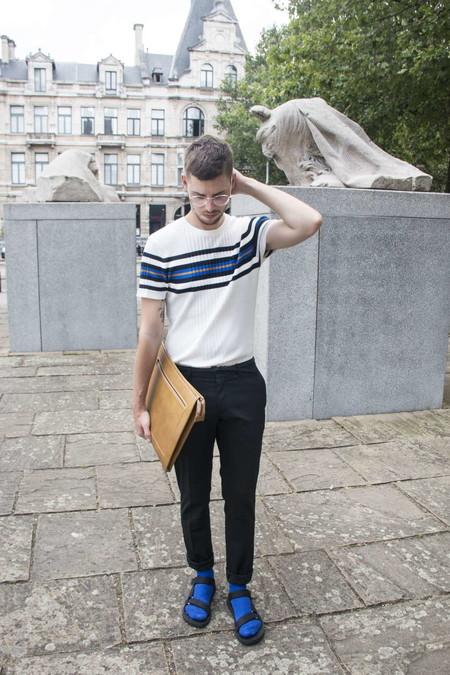 El Combo De Chanclas Y Calcetines Conforman Los Mejores Looks Del Street Style De La Semana 12