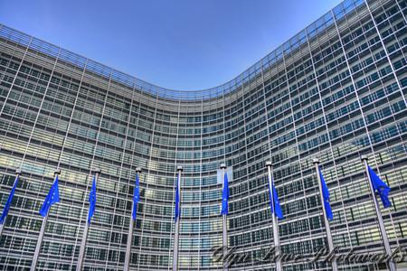 Europa aprueba plan para forzar a las redes sociales a erradicar el discurso del odio