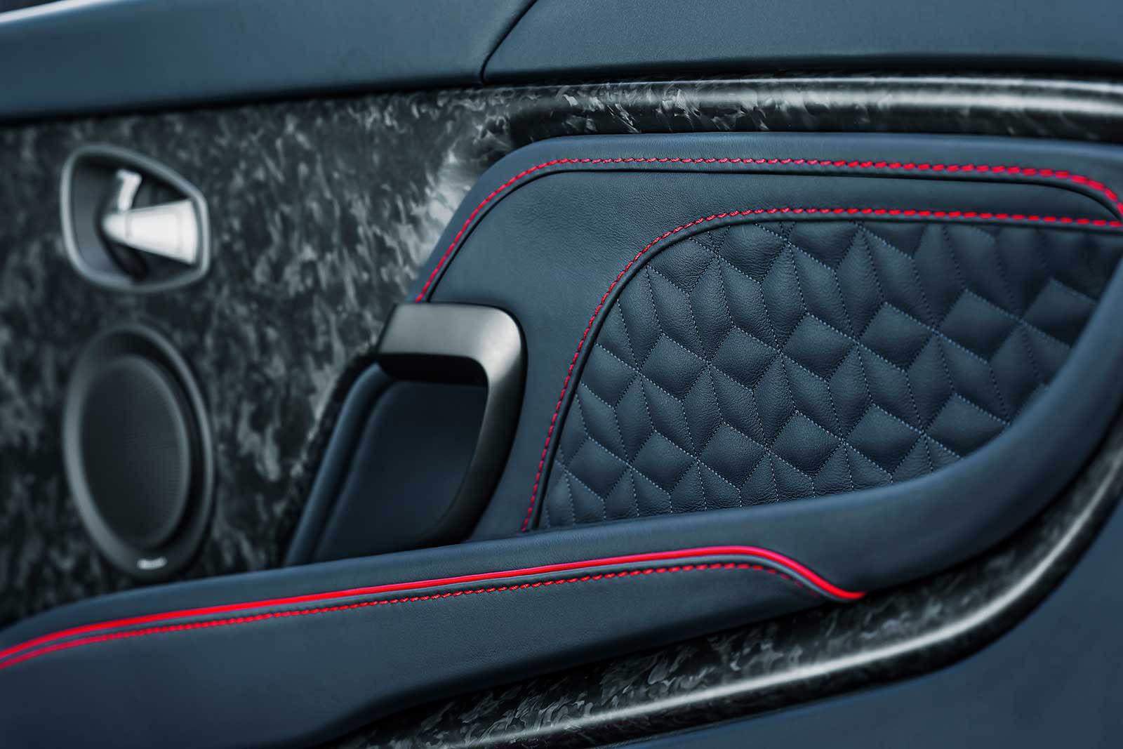 Foto de Aston Martin DBS Superleggera (28/31)