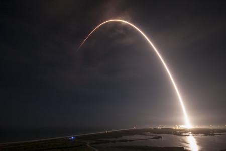 Space X trae de vuelta a casa a su sexto cohete Falcon 9, el cuarto sobre una plataforma flotante