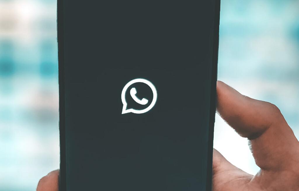 Cómo enviarle un WhatsApp™ a alguien sin tener que añadir su número a la agenda de contactos del iPhone