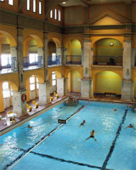 Los más famosos baños de Budapest ya admiten mujeres