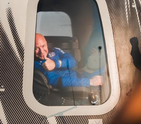 Blue Origin First Human Flight L0 Jeff Bezos Thumbs Up