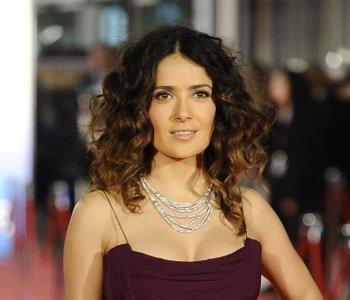 El look de Salma Hayek y su apuesta por el degradé en la gala de los Goya 2012